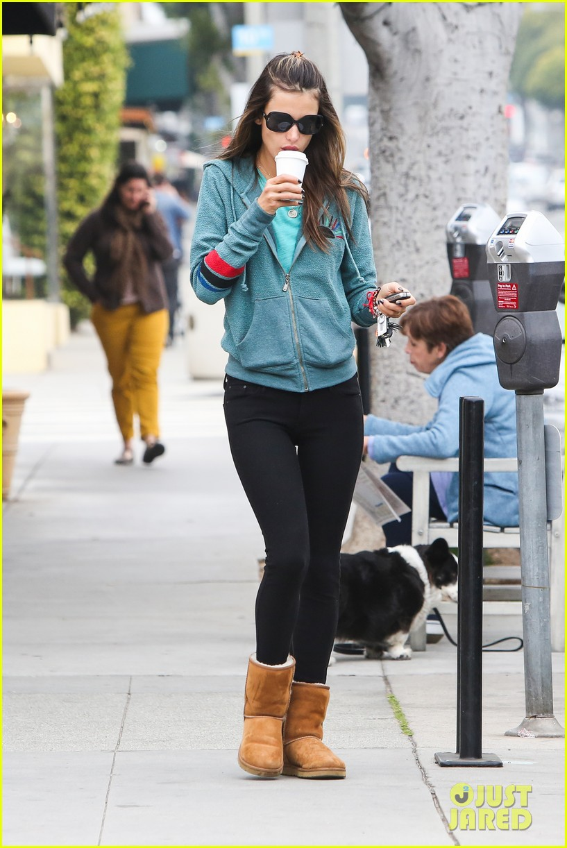 alessandra ambrosio coffee shopping stops 15