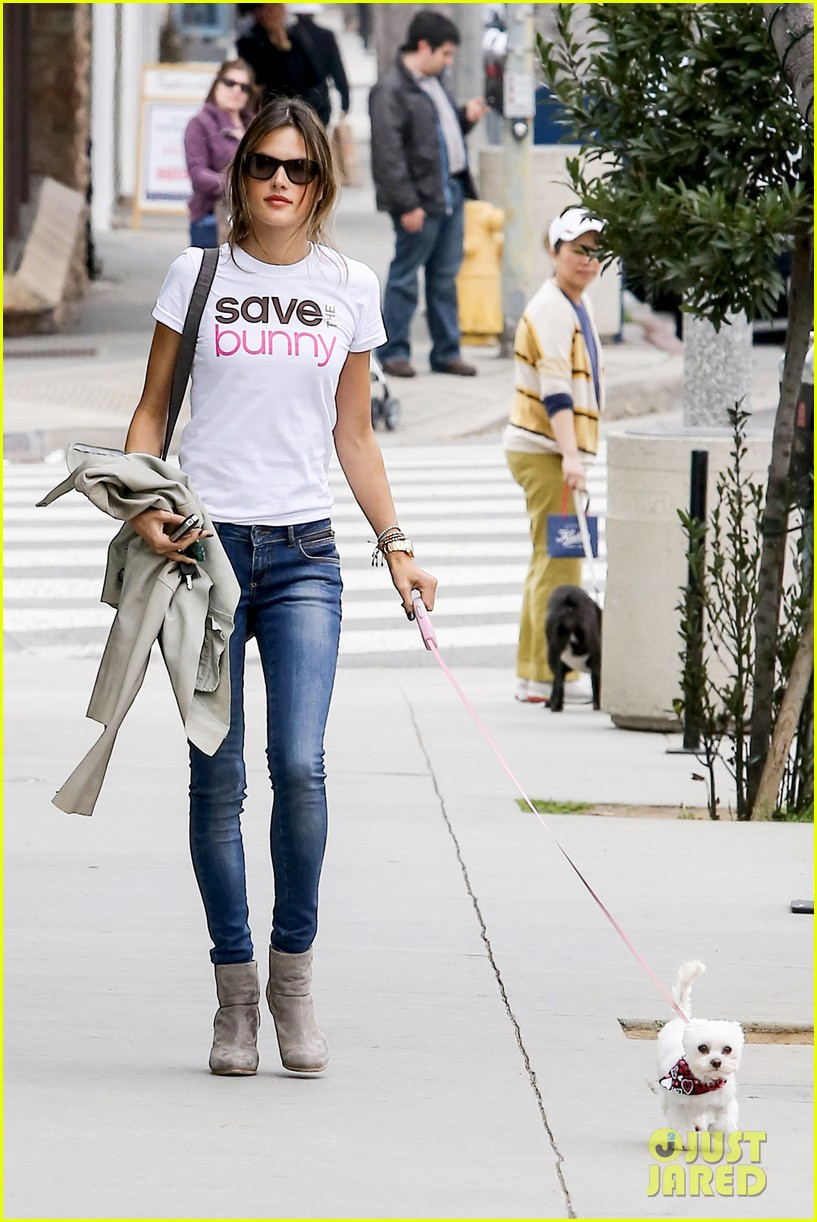 alessandra ambrosio save the bunny beauy 01