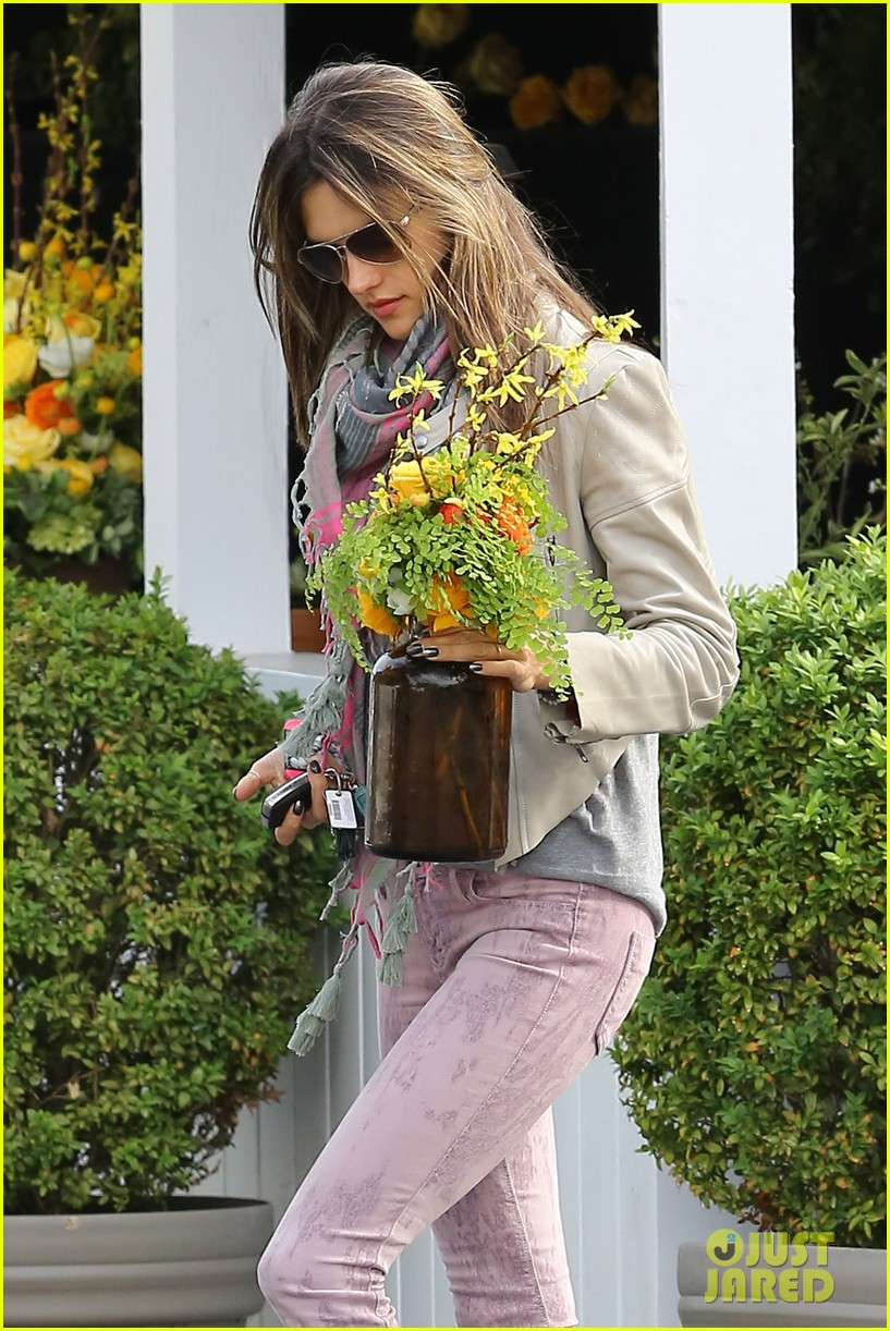 alessandra ambrosio brentwood country mart beauty 04
