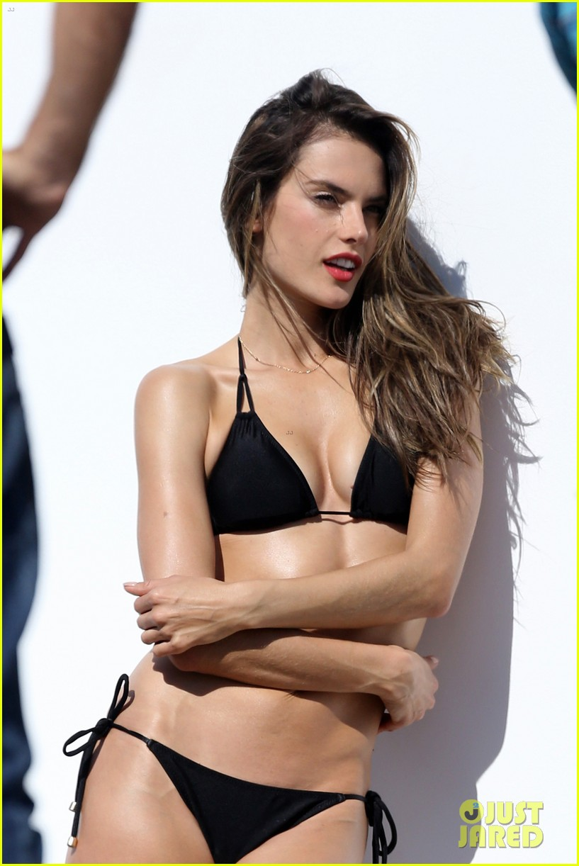alessandra ambrosio bikini photo shoot in malibu beach 04