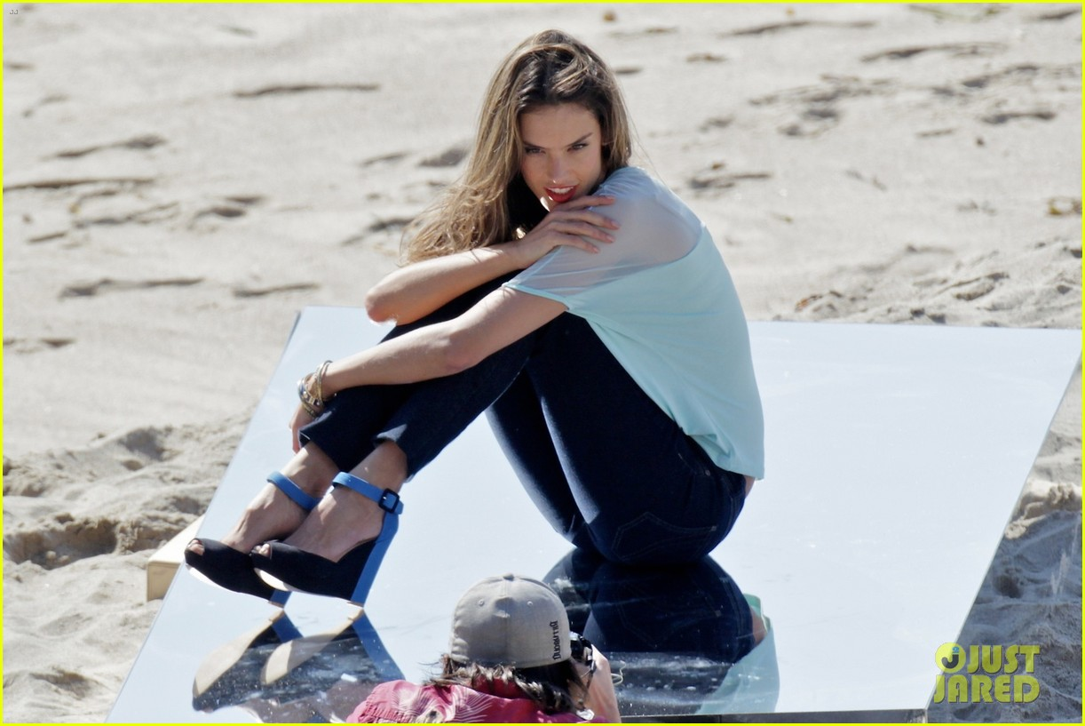 alessandra ambrosio bikini photo shoot in malibu beach 08