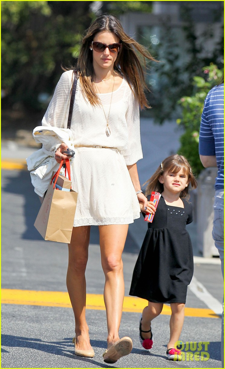 alessandra ambrosio country mart with the kids 032837829