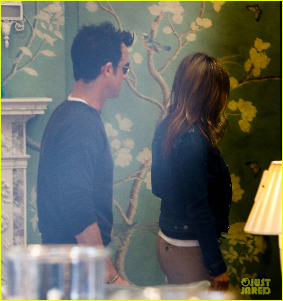 jennifer aniston justin theroux furniture shopping couple 282839588