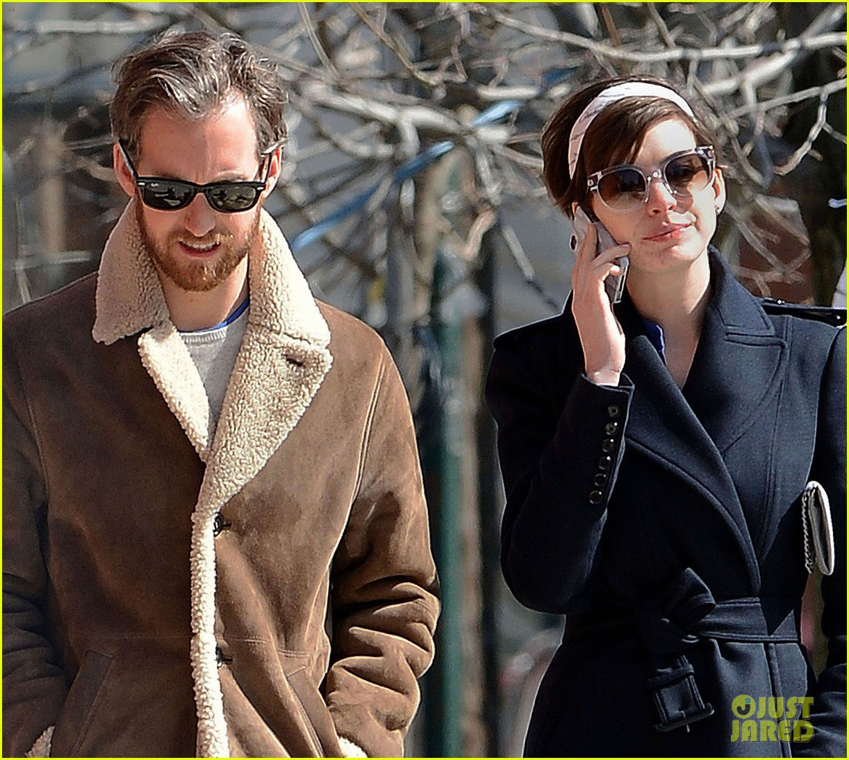 anne hathaway adam shulman brooklyn kissing couple 032828632