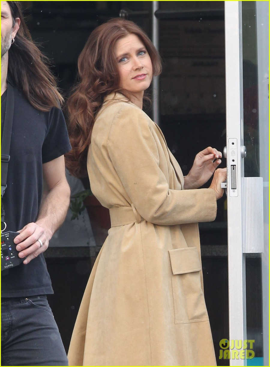 christian bale comb over cut for abscam with amy adams 02