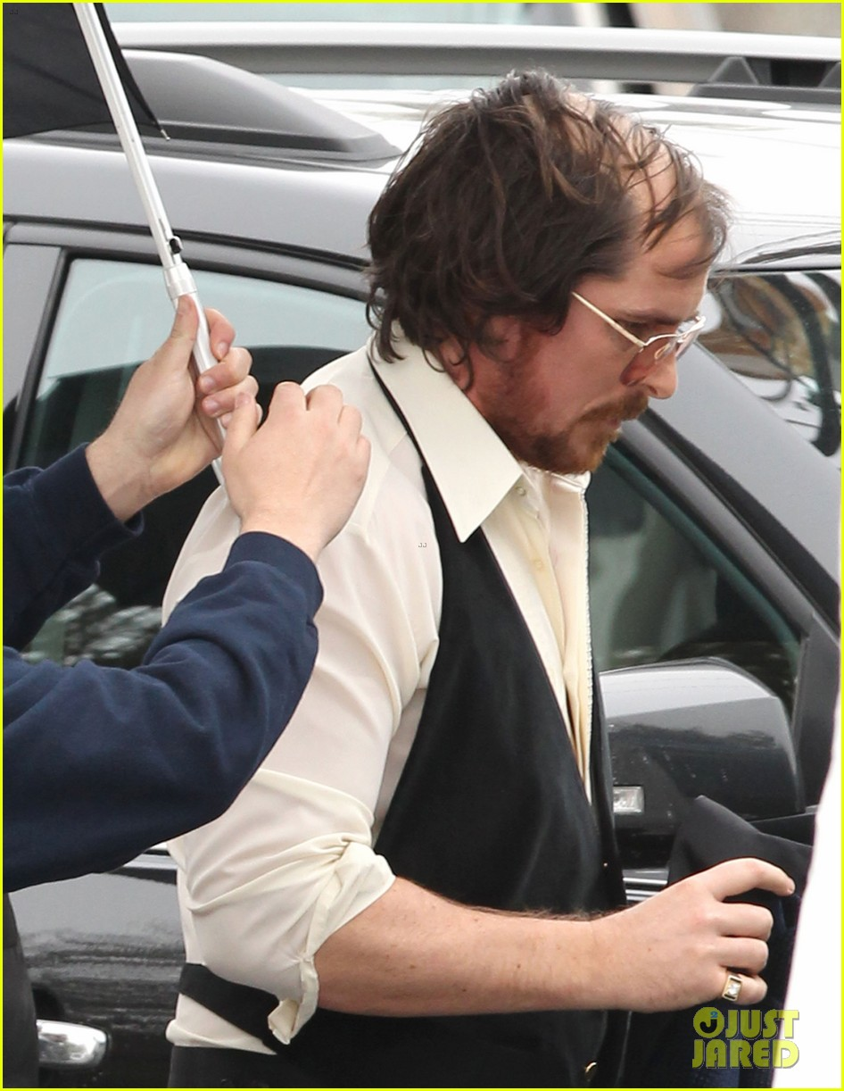 christian bale comb over cut for abscam with amy adams 04