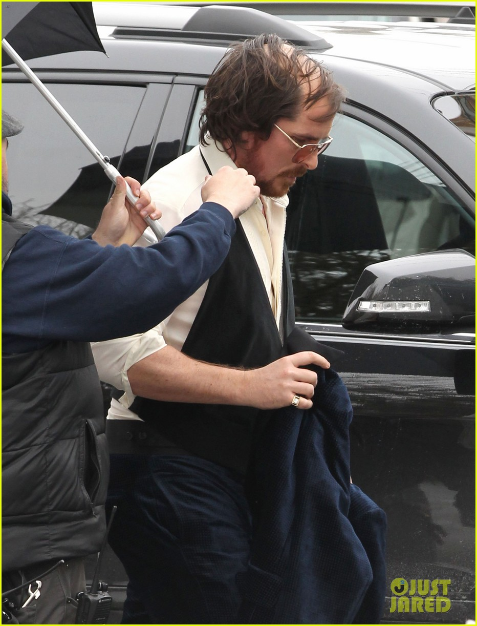 christian bale comb over cut for abscam with amy adams 22
