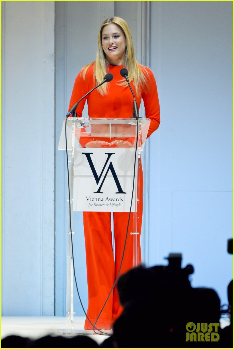 bar refaeli style icon winner at vienna awards 08