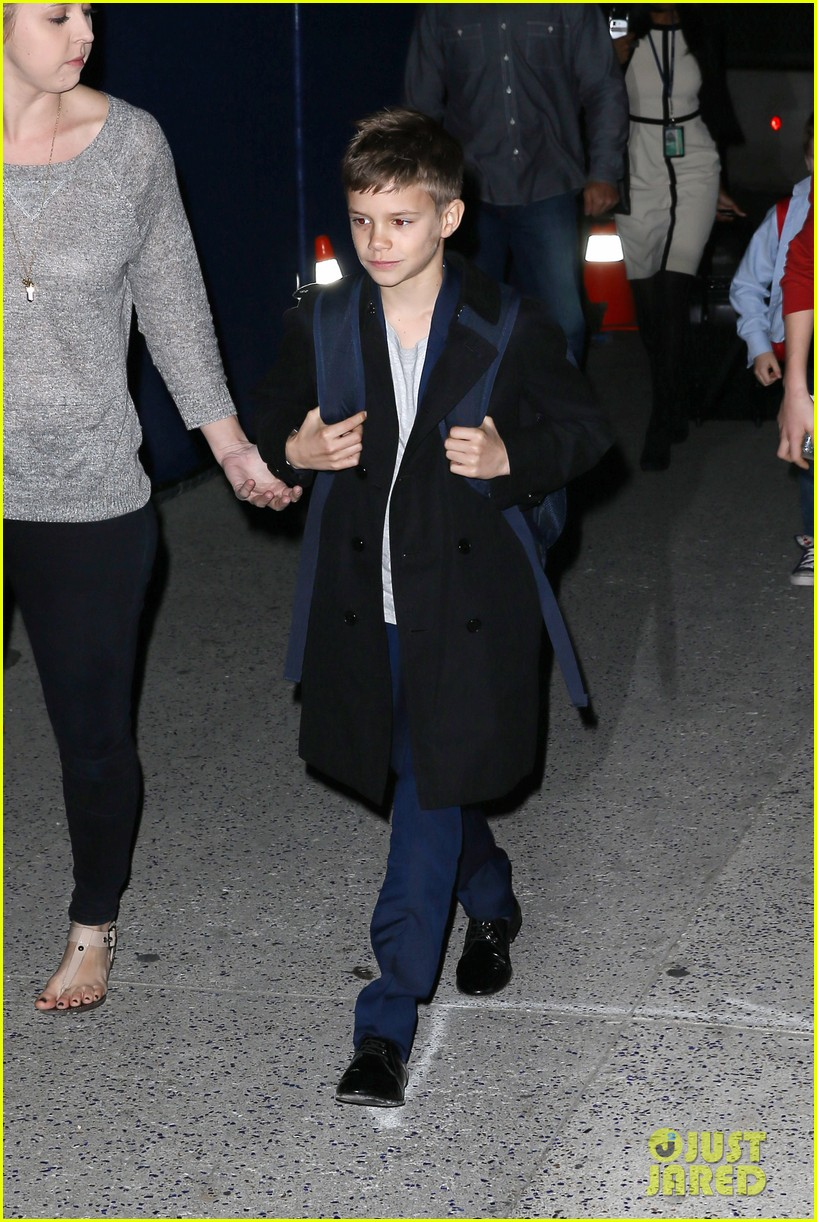 victoria beckham kids arrive in la david beckham practices in paris 072839782