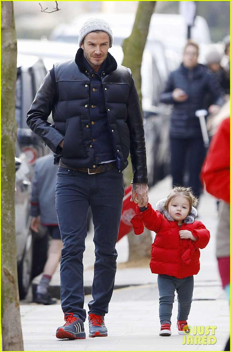 david beckham holding hands with harper 102838662
