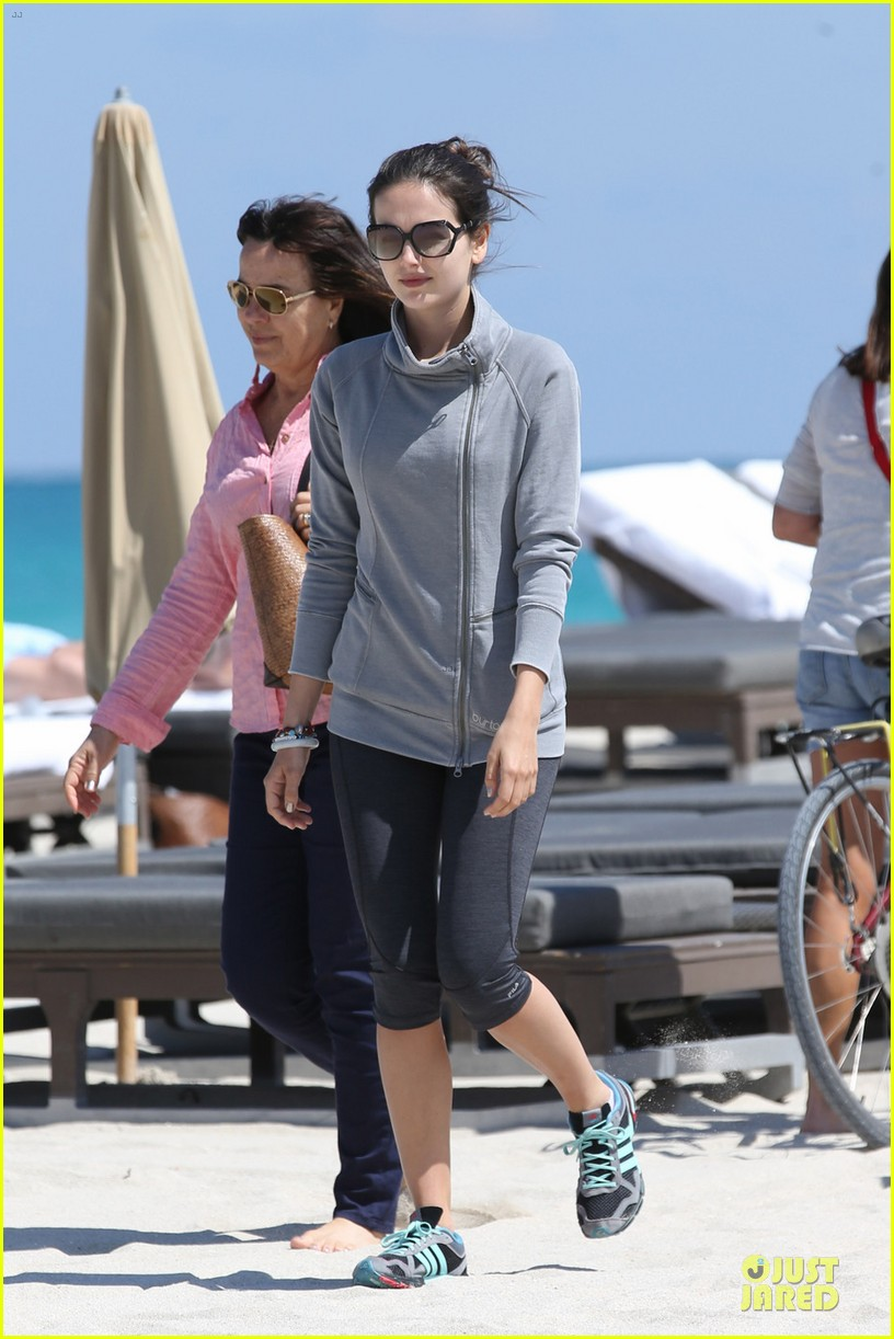 camilla belle miami walk with mother cristina 03
