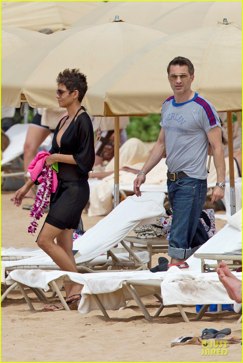 halle berry hot bikini maui mama 032838335