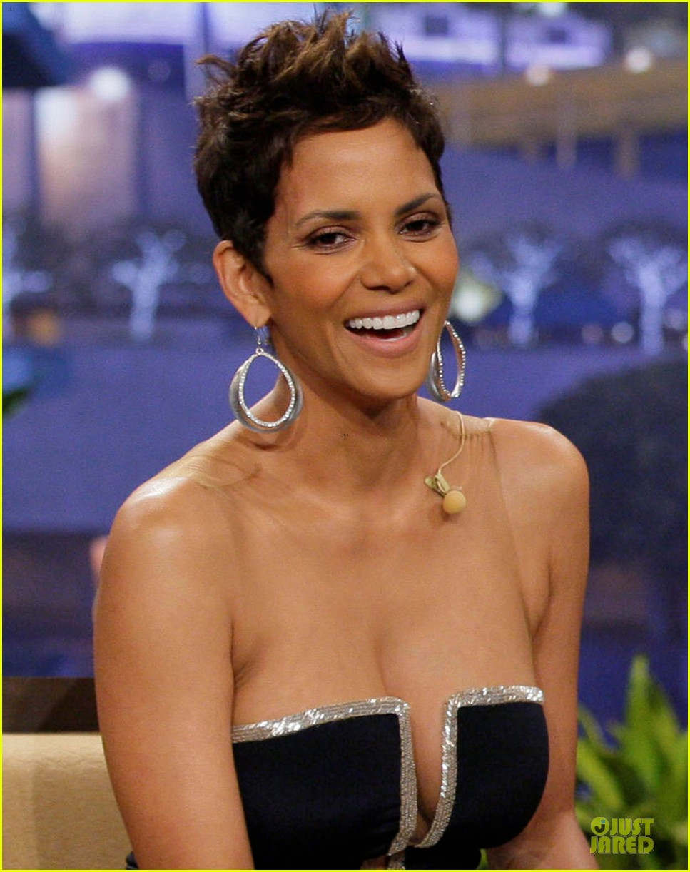 halle berry oscars boob song didnt offend me 02