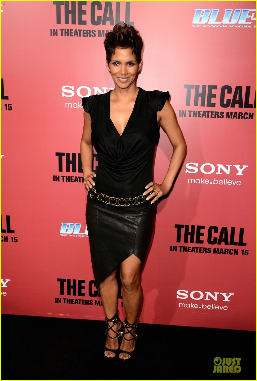 halle berry abigail breslin the call hollywood premiere 102825777