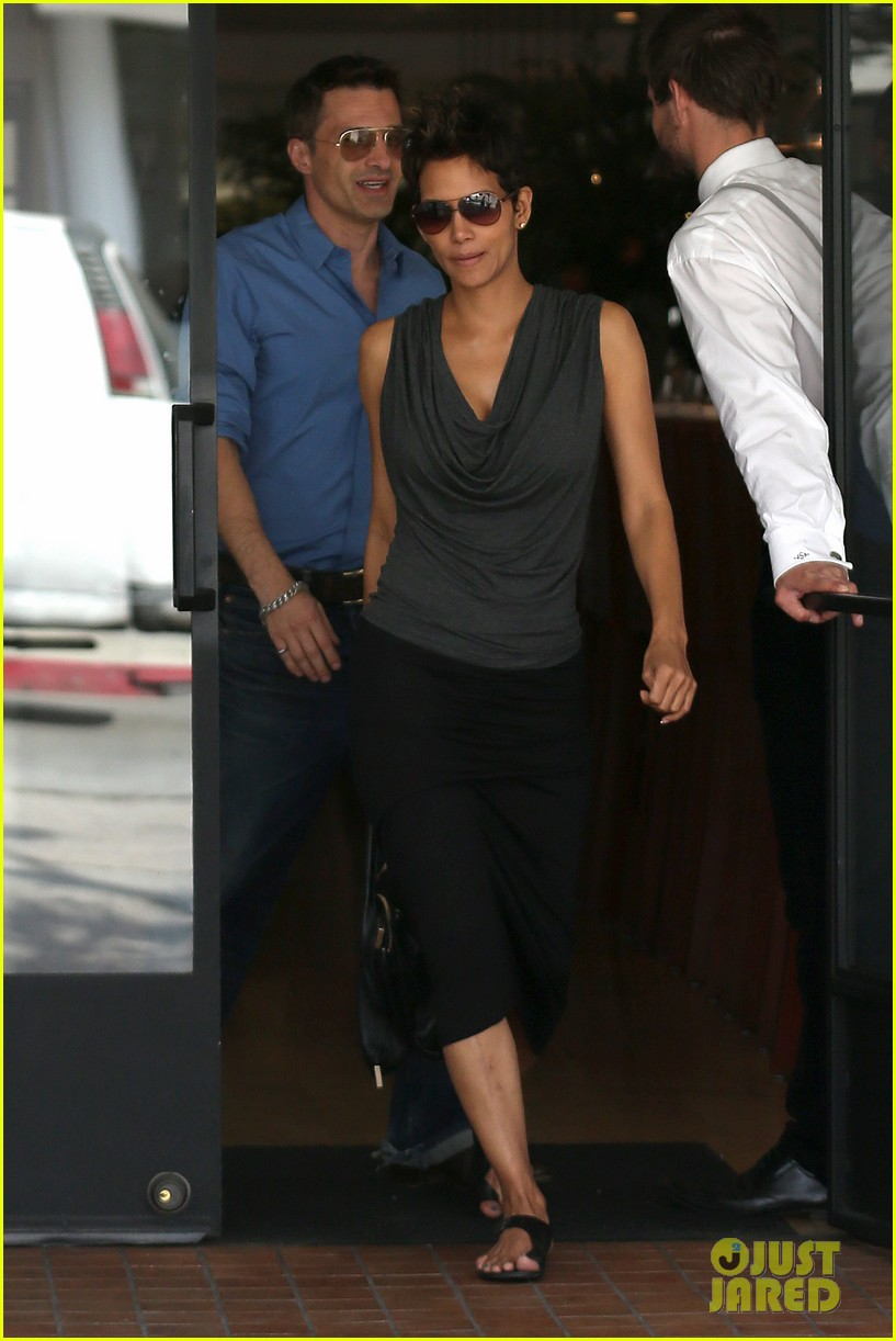 halle berry olivier martinez fig olive lunch 112837591