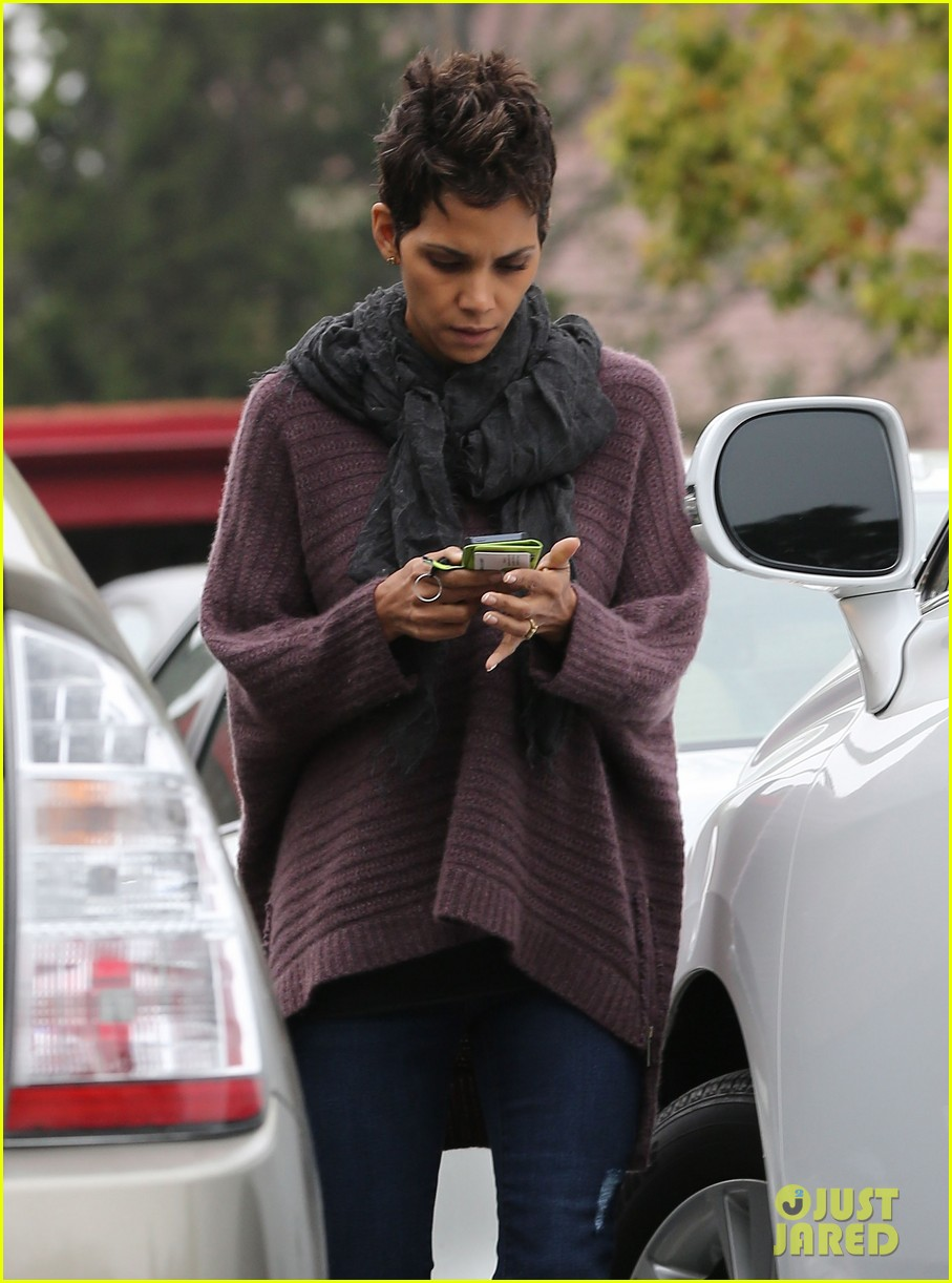 halle berry talks the call poodle hairdo 07