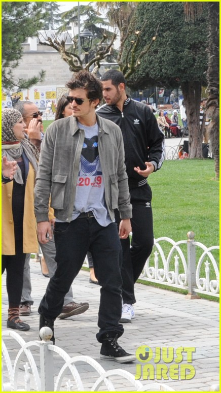 orlando bloom sightseeing in istanbul 03