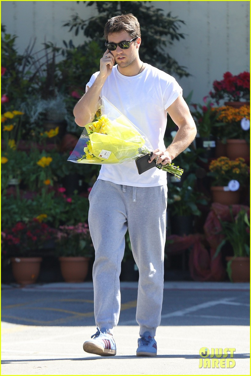 josh bowman flower delivery guy 06