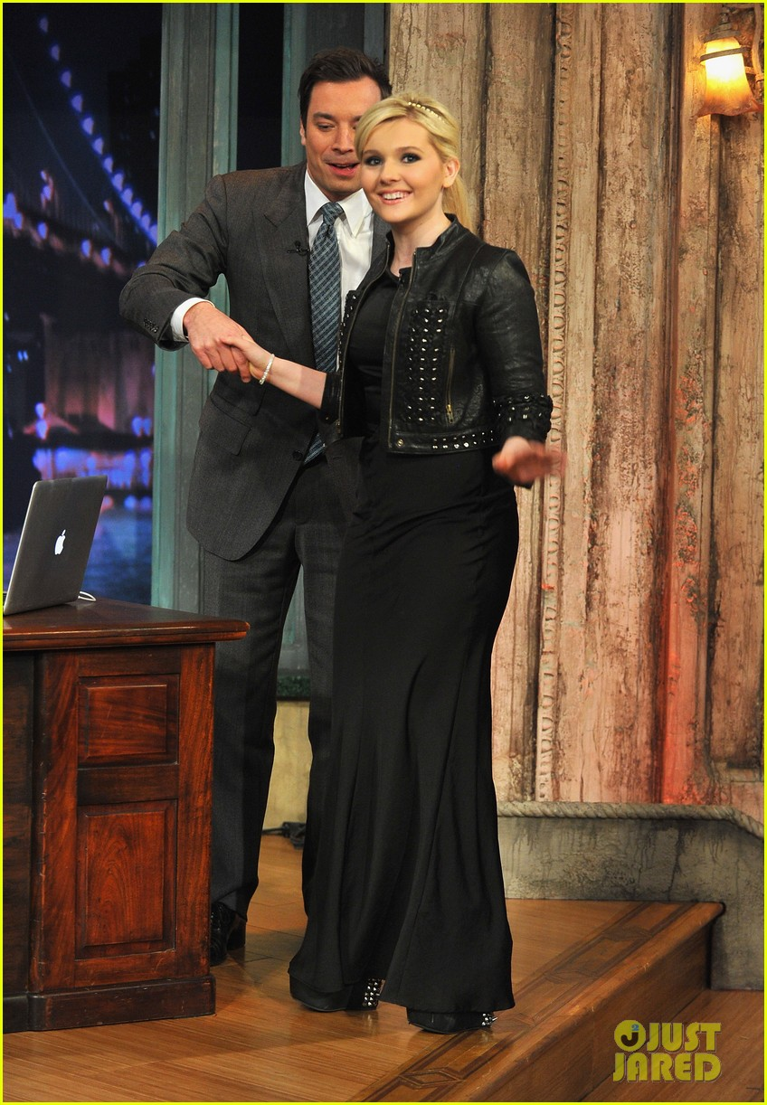 abigail breslin late night with jimmy fallon appearance 07