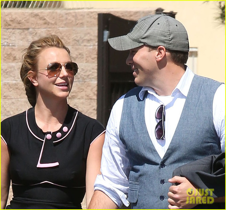 britney spears david lucado holding hands 02