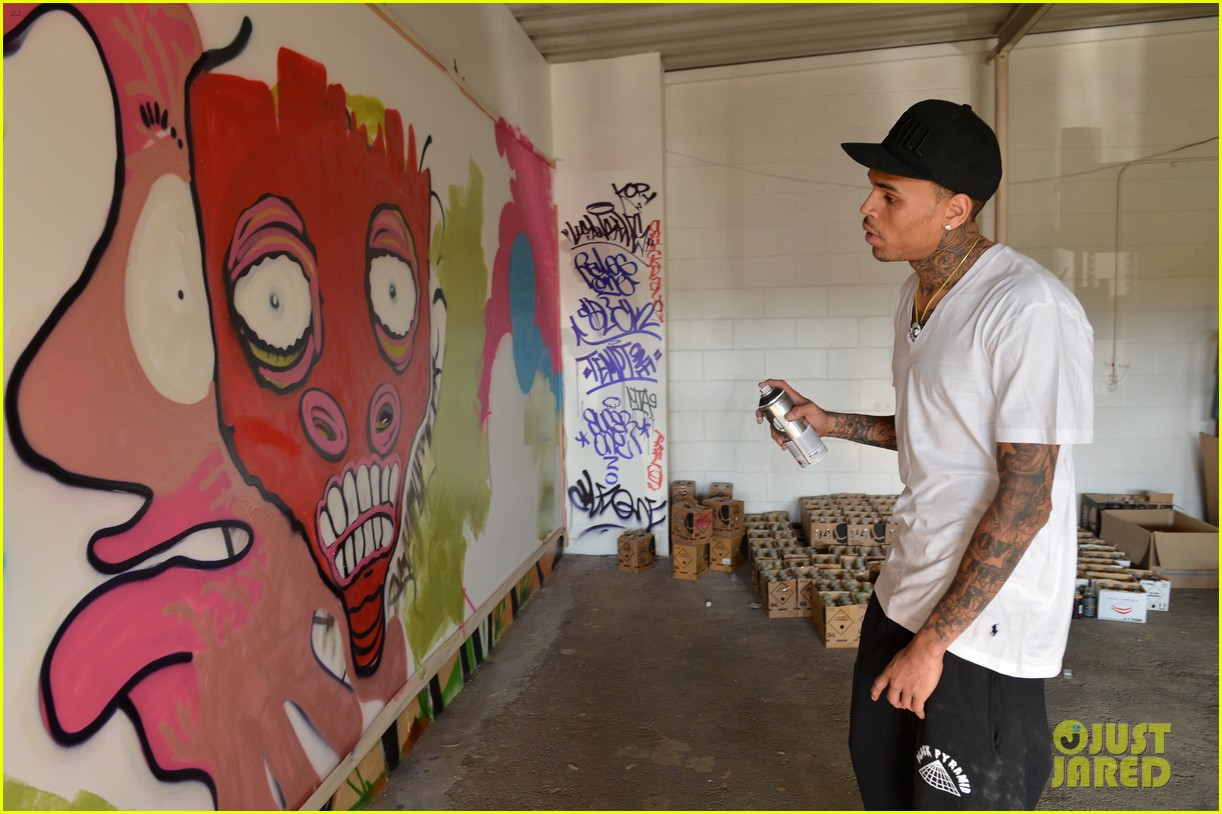 chris brown creates graffiti artwork for charity 122832862