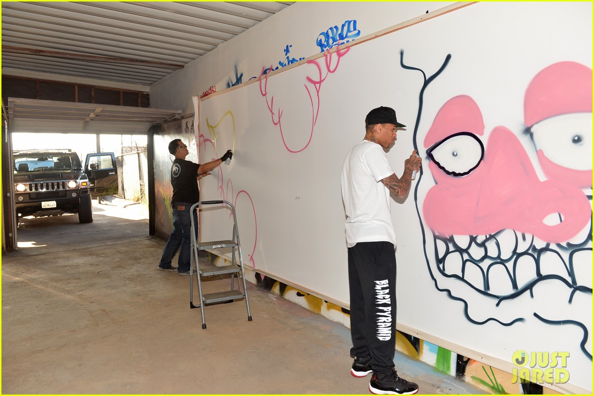chris brown creates graffiti artwork for charity 19