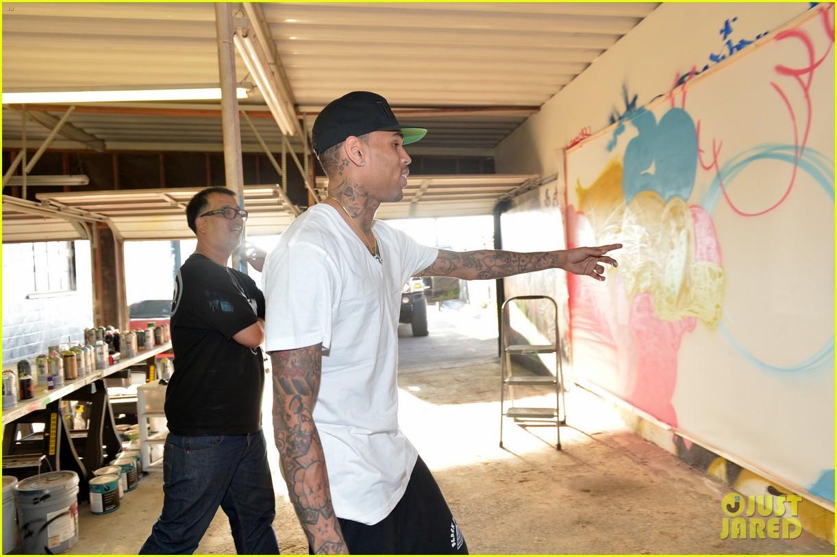 chris brown creates graffiti artwork for charity 23