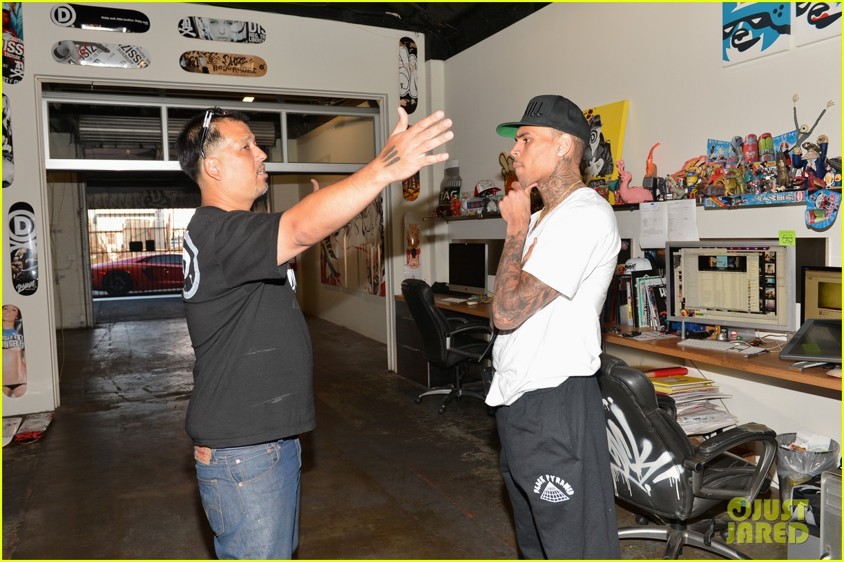 chris brown creates graffiti artwork for charity 25