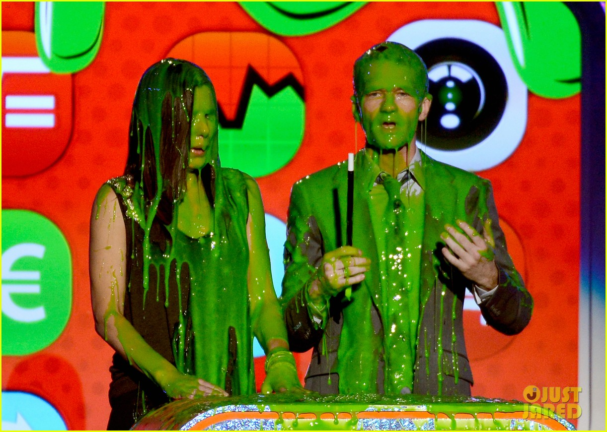 sandra bullock neil patrick harris slimed at kcas 2013 07