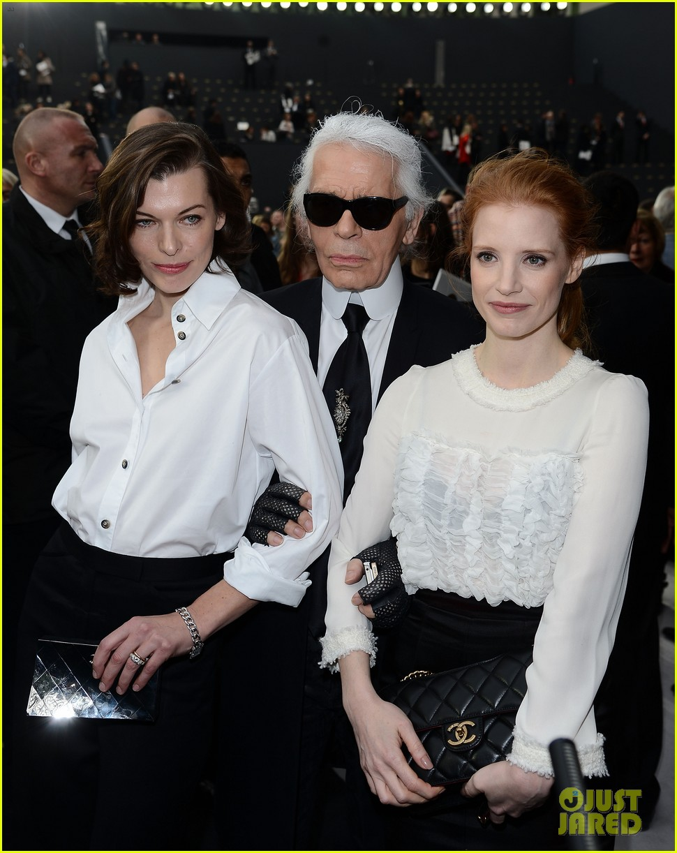 jessica chastain milla jovovich chanel fashion show 02