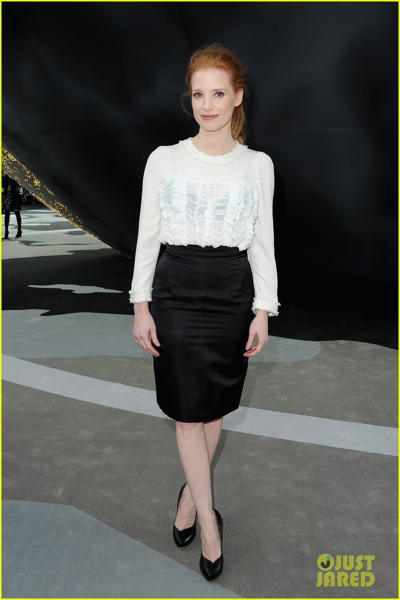 jessica chastain milla jovovich chanel fashion show 042825383