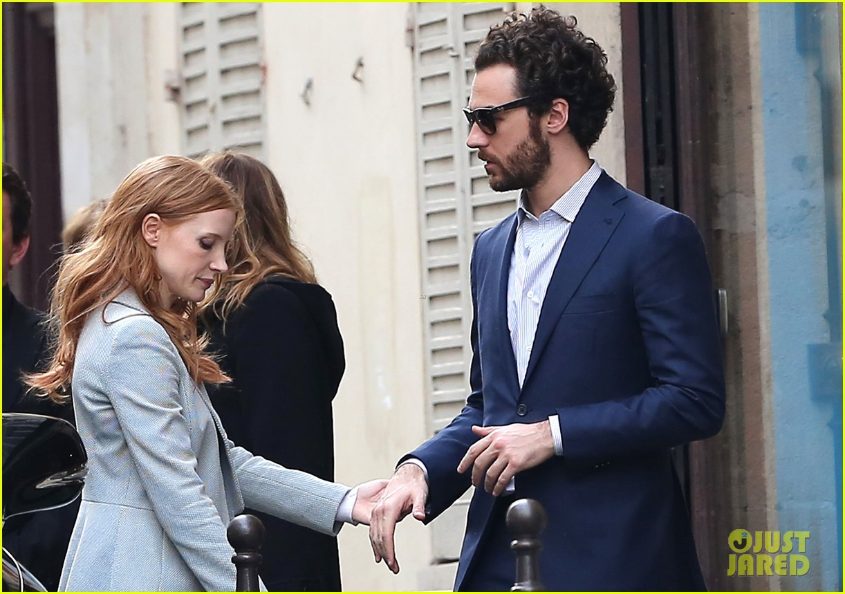jessica chastain gian luca passi de preposulo hold hands in paris 06