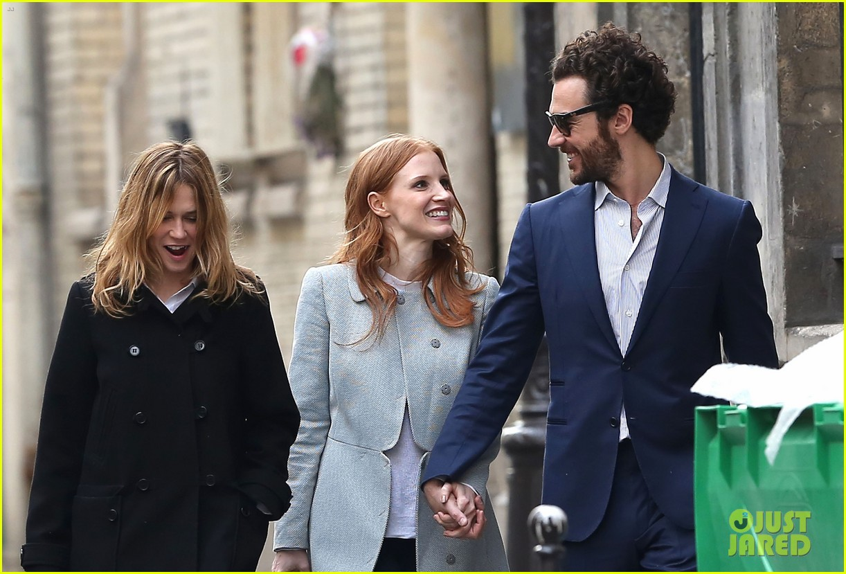 jessica chastain gian luca passi de preposulo hold hands in paris 112826191