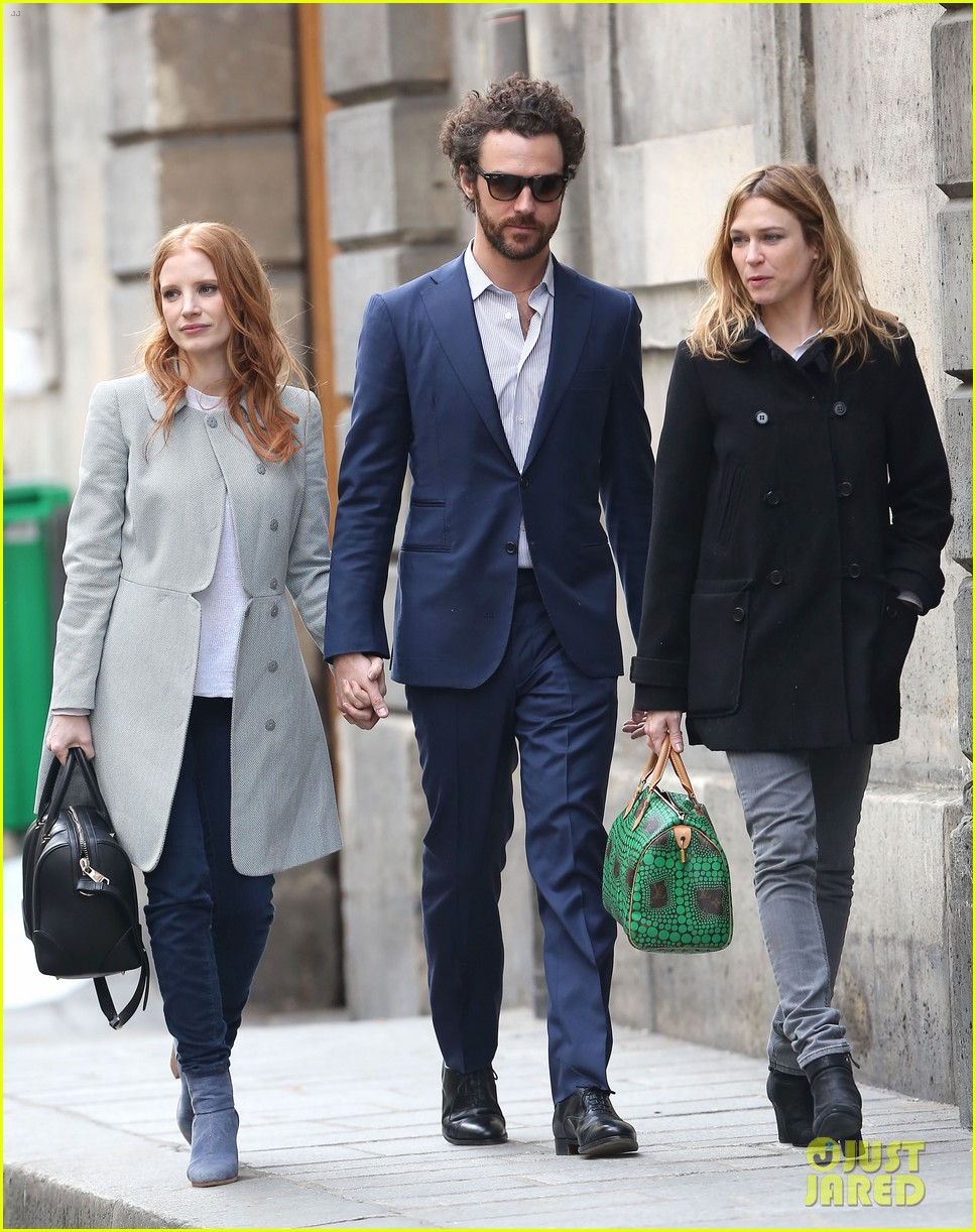 jessica chastain gian luca passi de preposulo hold hands in paris 122826192
