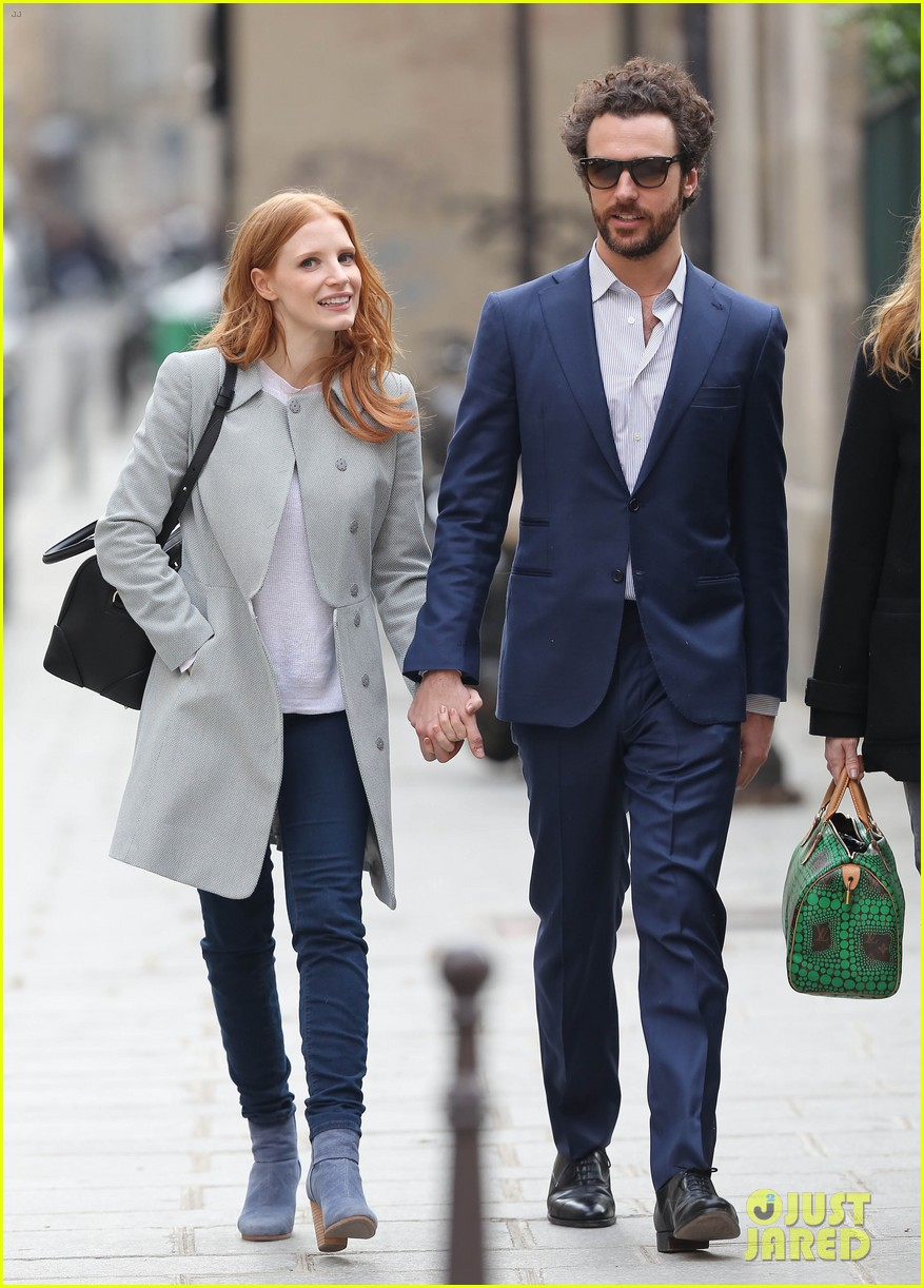 jessica chastain gian luca passi de preposulo hold hands in paris 16