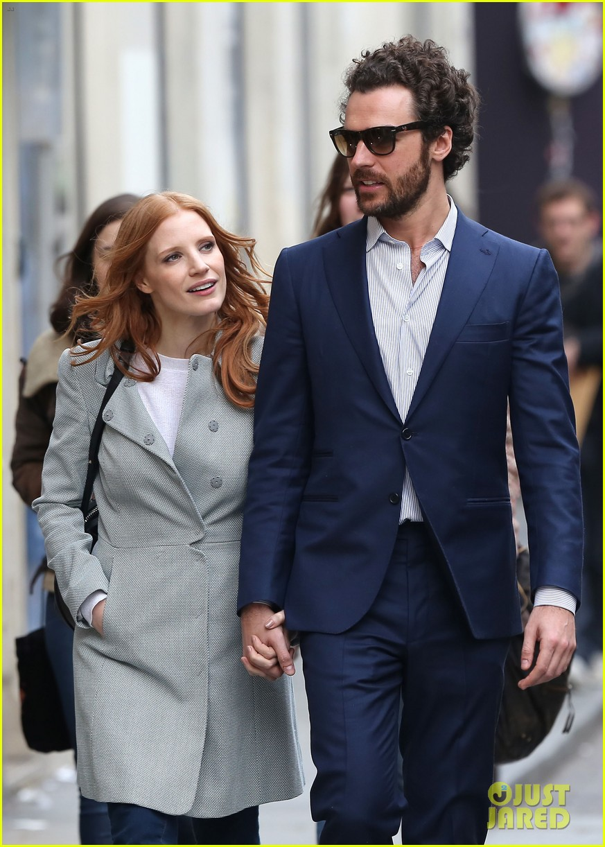 jessica chastain gian luca passi de preposulo hold hands in paris 22