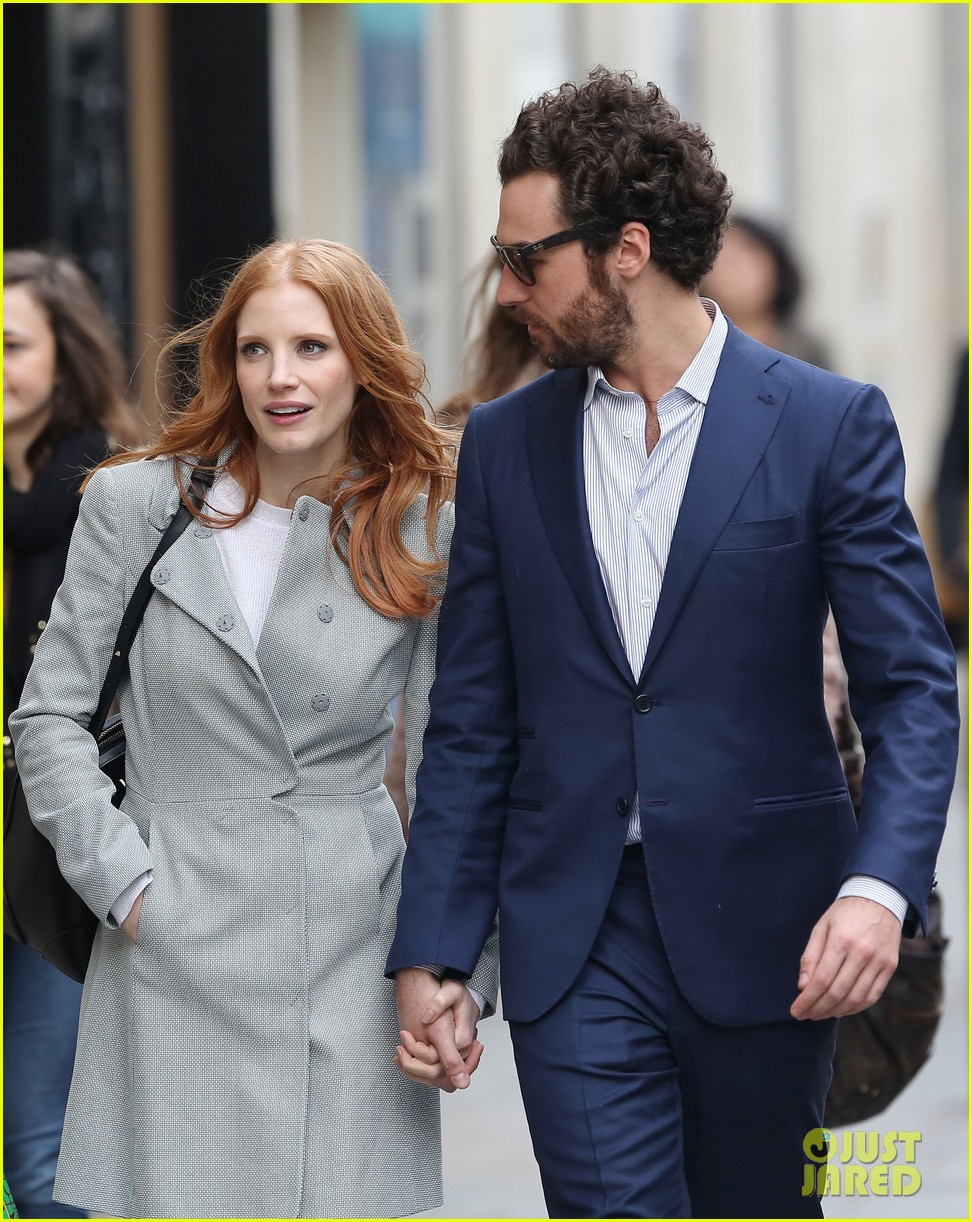 jessica chastain gian luca passi de preposulo hold hands in paris 232826203
