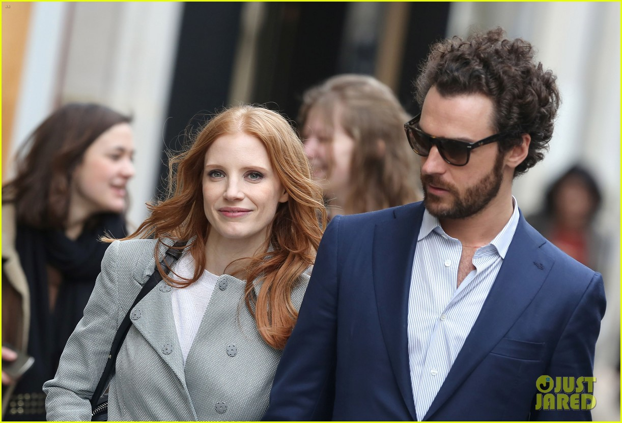 jessica chastain gian luca passi de preposulo hold hands in paris 242826204