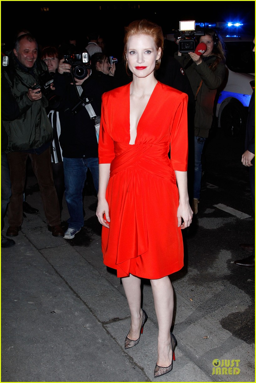 jessica chastain saint laurent fashion show 03