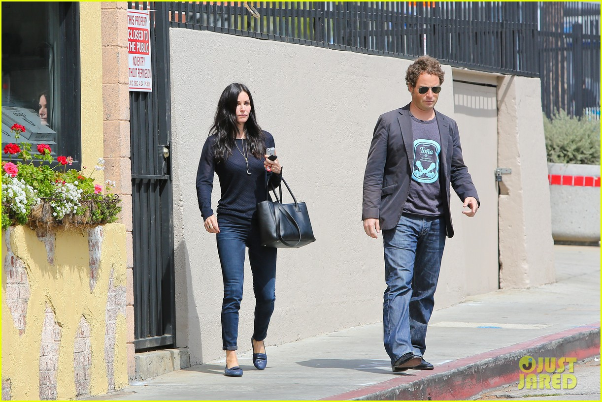 courteney cox thrilled about cougar town renewel 082838093