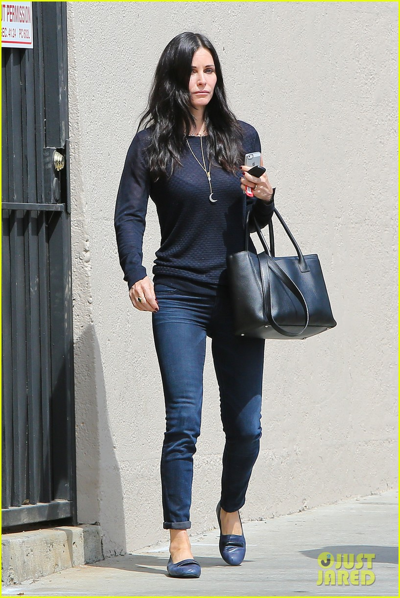 courteney cox thrilled about cougar town renewel 112838096