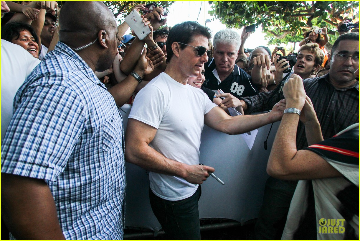 tom cruise loves brazilian fans suri bangs into friend big apple home 19