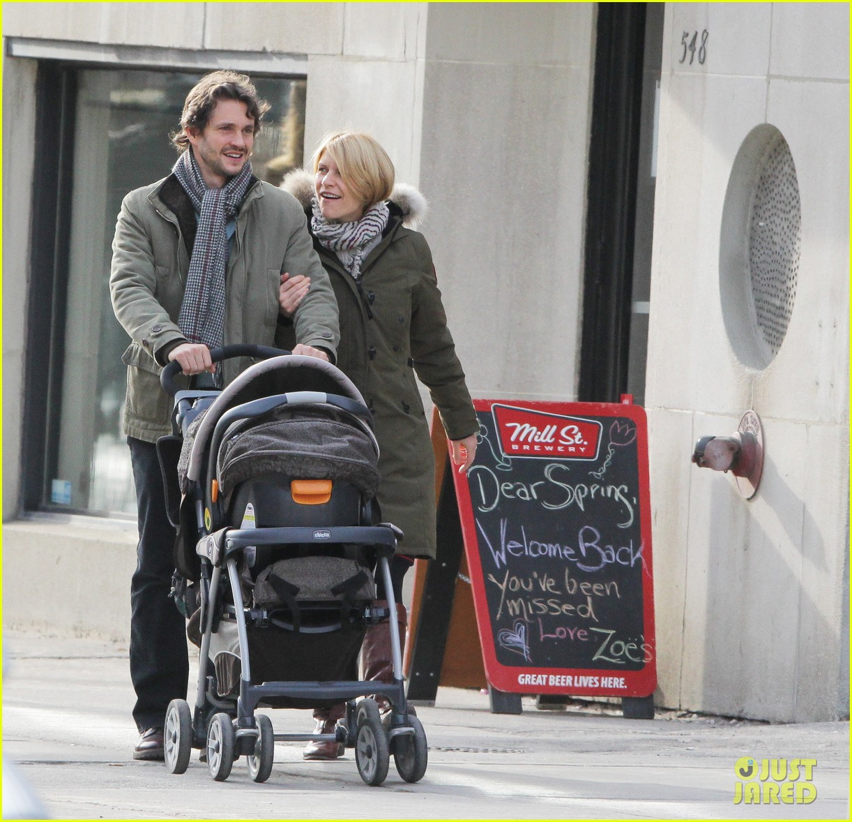 claire danes hugh dancy family day with baby cyrus 01