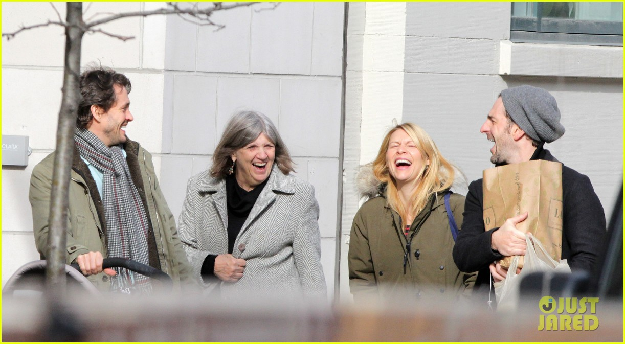 claire danes hugh dancy family day with baby cyrus 092828254