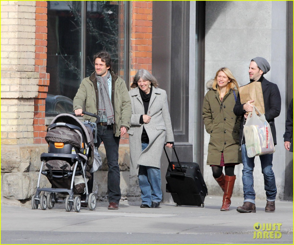 claire danes hugh dancy family day with baby cyrus 132828258