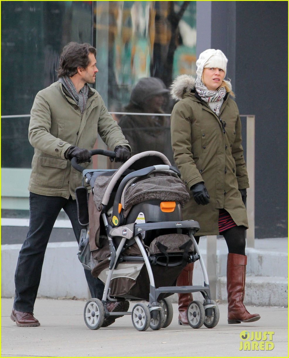 claire danes hugh dancy family day with baby cyrus 23