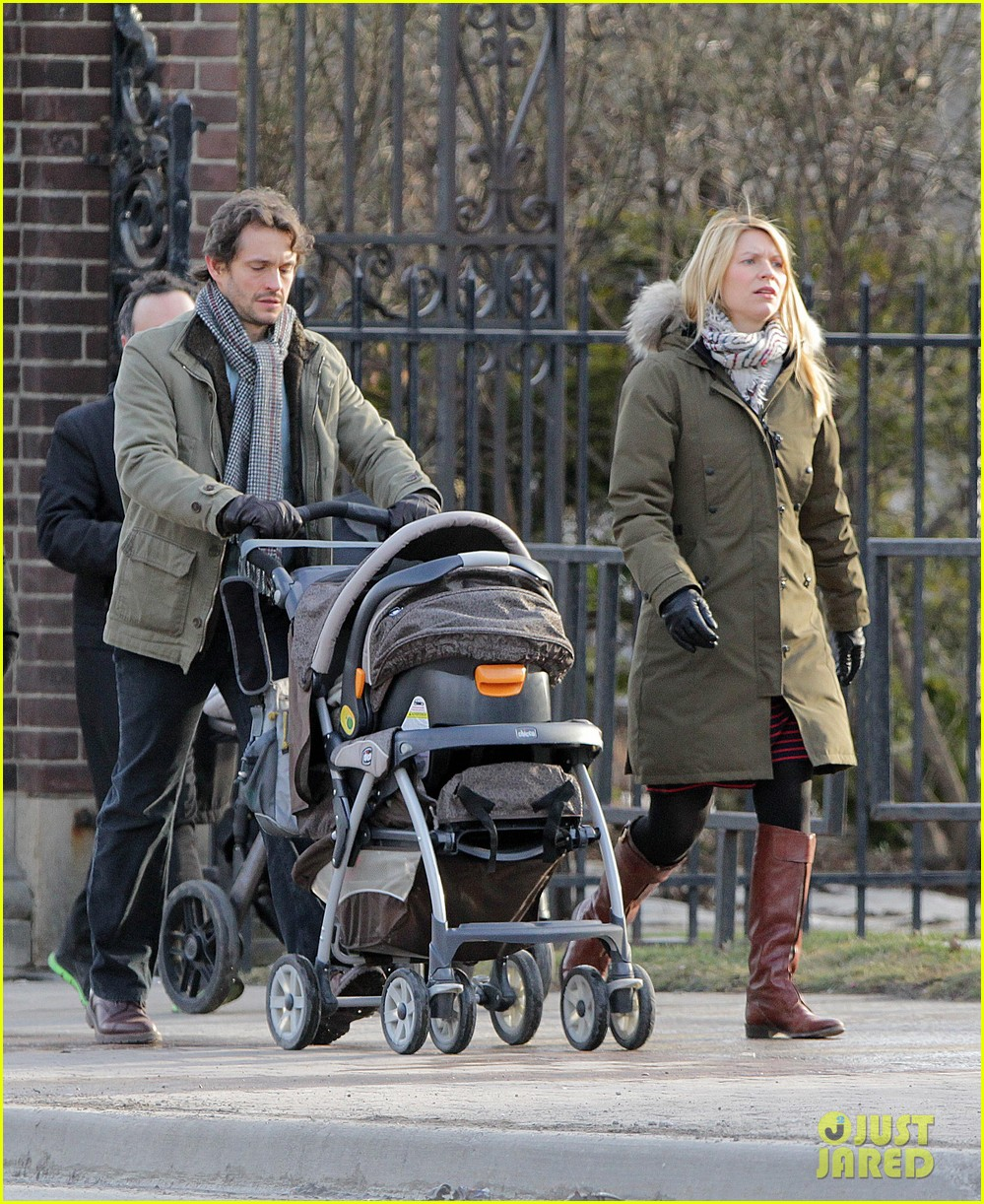 claire danes hugh dancy family day with baby cyrus 25