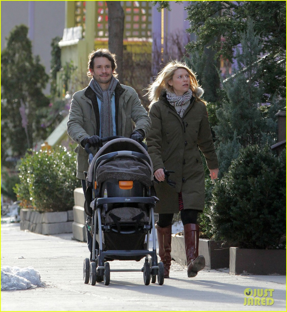 claire danes hugh dancy family day with baby cyrus 322828277
