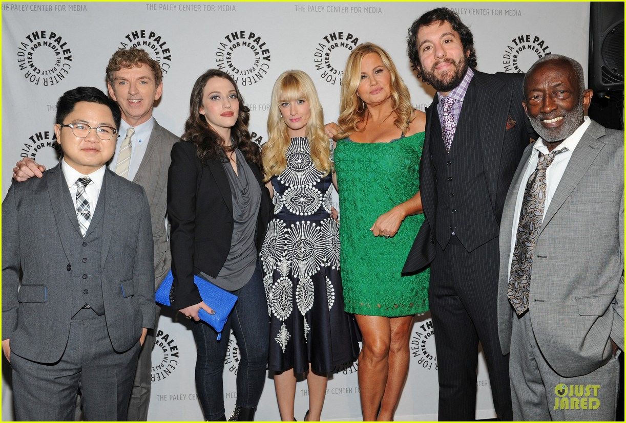 kat dennings beth behrs paleyfest with 2 broke girls cast 052830890