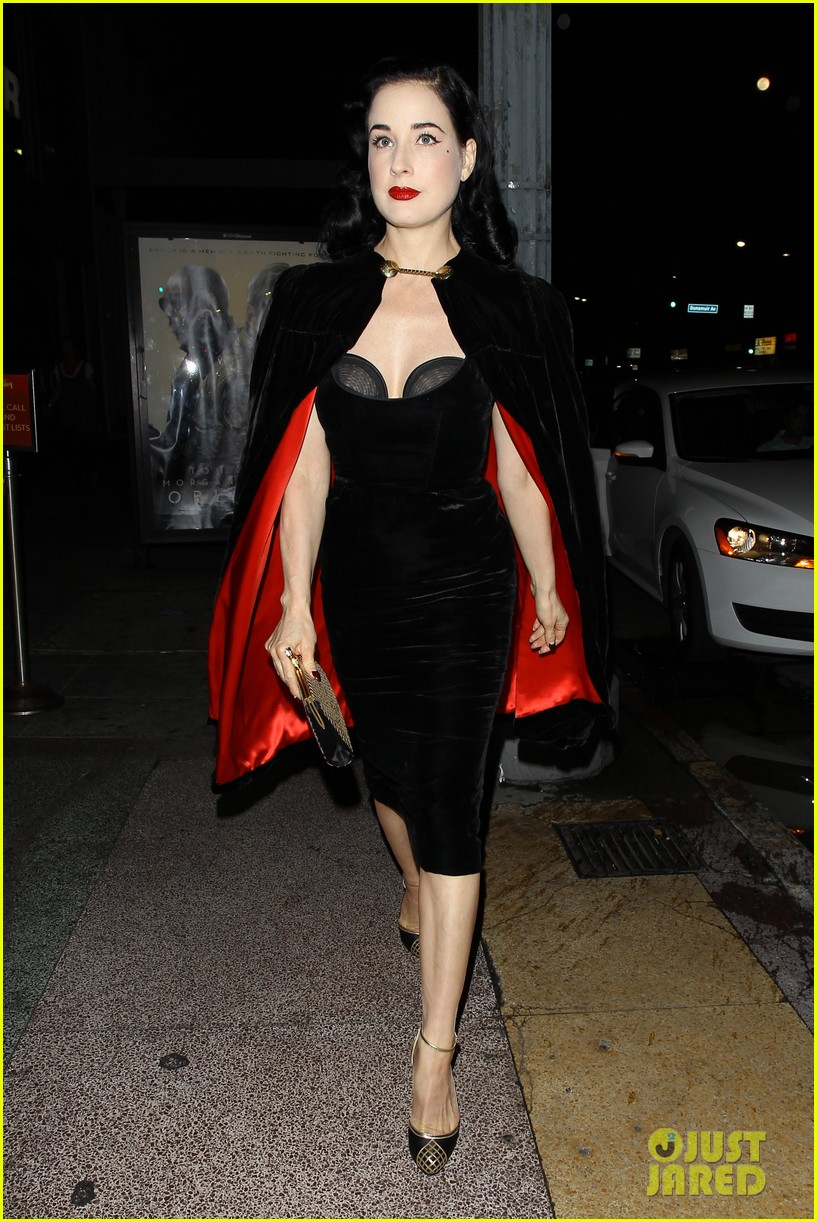 dita von teese i know how to twerk 08